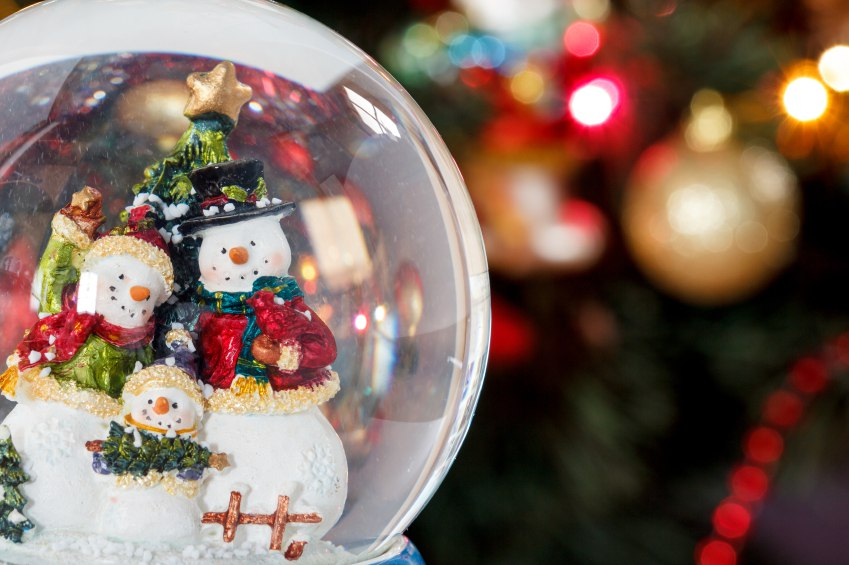 Snow globe with happy snowman family