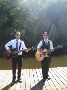 the-talents-acoustic-duo-in-normandy-for-a-wedding-reception